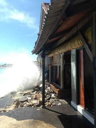 Large Waves Effect Lembongan
