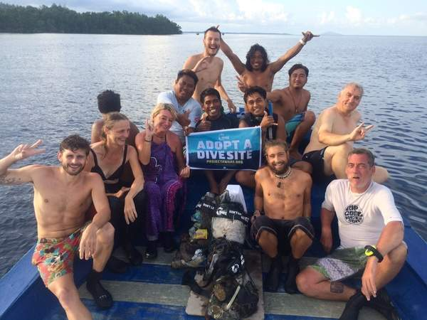dive against debris with our Bunaken guests!