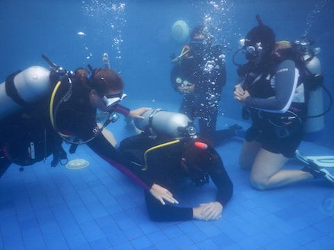 confined-water-sessions-in-lembongan-idc