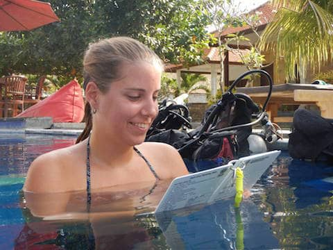 jessica-going-through-her-briefing-in-lembongan-idc