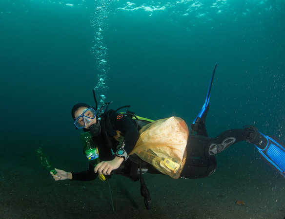 divemaster trainee Estella in Lembeh...