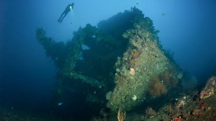 wreck dive Bali