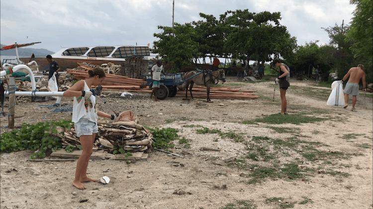 Beach cleanup gili