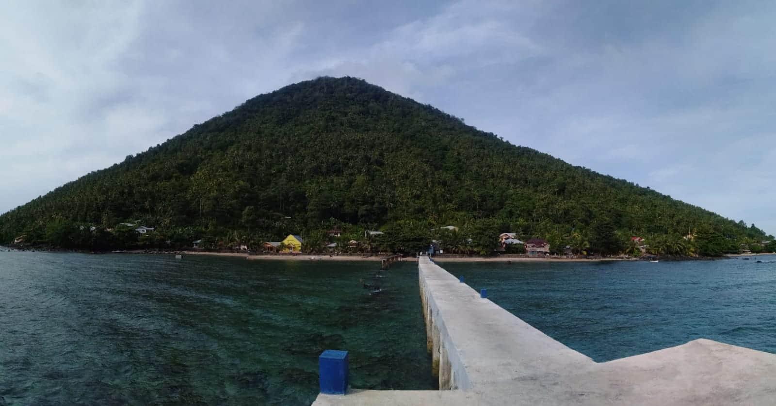 Land Tours Manado - Trek Manado Tua Island